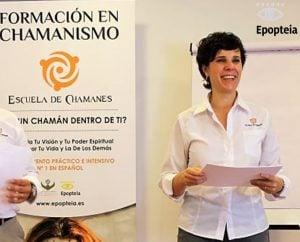 """Ana Pérez es Terapeuta Gestalt, Coach profesional y Formadora en Chamanismo Práctico®. Licenciada en Ciencias de la Información-Periodismo, Máster en Gestión de Recursos Humanos, Máster en Terapia Gestalt y Máster en Coaching. Experta en Visualización Creativa y Terapéutica e Inteligencia emocional. Ha sido colaboradora en Radio Alameda en Xirivella, la Radio de la Universidad Jaume I de Castellón y Onda Cero Sagunto. Fue directora y presentadora del programa de radio Somos Lo Que Pensamos sobre inteligencia emocional y educación mental en la emisora Fórmula FM Camp de Morvedre. Es especialista en Arquetipos Junguianos de la Mitología Clásica Griega, entrenada en Neuroplasticidad cerebral por el neuro-científico Joe Dispenza, también ha recibido enseñanzas de la cultura Lakota con Vernon Foster y de los Q'eros con Miguel Valls. Ana Perez con TamborApasionada de su profesión, ama lo que hace y hace lo que ama. Aprende, enseña y experimenta lo que sea necesario para superar sus límites y alcanzar sus sueños. Y, por encima de todo, cree en la transformación interior del ser humano y en la ayuda de las enseñanzas chamánicas y el mundo espiritual para cambiar el mundo y vivir una vida feliz y con significado aquí y ahora. En la actualidad, Ana escriben artículos sobre Chamanismo y crecimiento personal en las revistas """"Tú Mismo"""" y """"Universo Holístico"""". Han facilitado más de un millar de sesiones terapéuticas individuales cada uno. Por sus conferencias, cursos y talleres han pasado más de 1.200 personas y han creado programas punteros como """"Escuela de Chamanes-Formación en Chamanismo Práctico®"""", El Aprendiz de Chamán y """"El Chamán Manifestador®""""."""